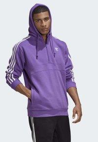 adidas Originals - STRIPES HOODIE - Mikina skapucí - purple - 6