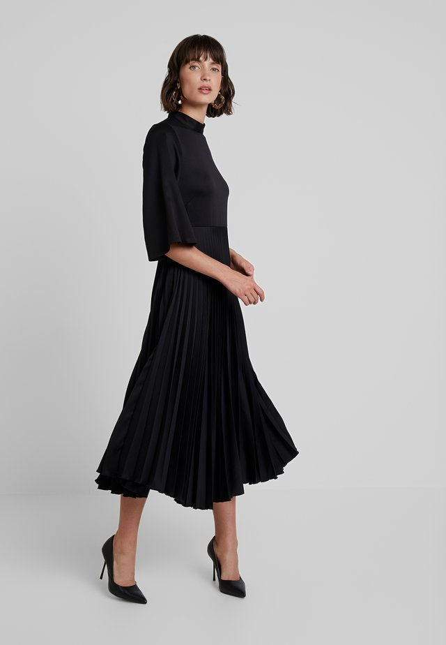 CLOSET COLLARED PLEATED DRESS - Paitamekko - black