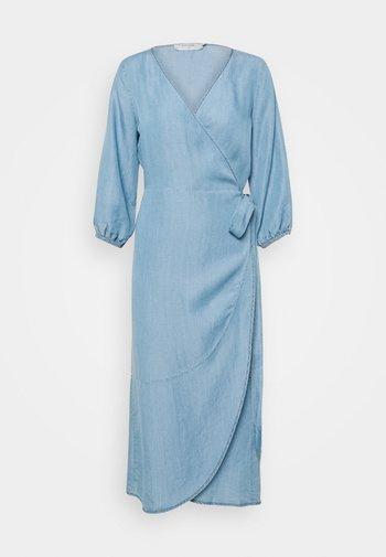 AMIRA DRESS - Vestido vaquero - blue denim