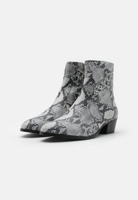 Everyday Hero - ZIMMERMAN ZIP BOOT - Classic ankle boots - grey - 1