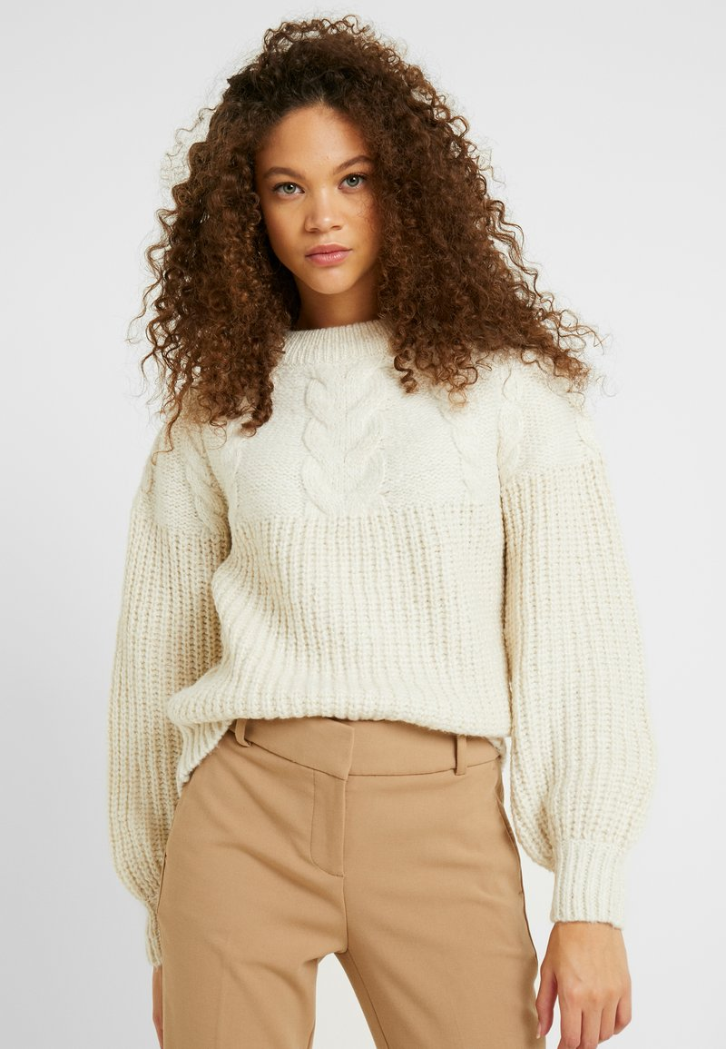 Dorothy Perkins Petite - CABLE YOKE JUMPER - Strickpullover - cream