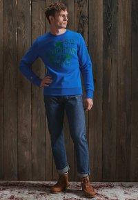 Superdry - TRACK & FIELD CLASSIC CREW - Collegepaita - eagle blue - 1
