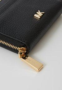 MICHAEL Michael Kors - MOTTZA COIN CARD CASE MERCER PEBBLE - Peněženka - black - 2