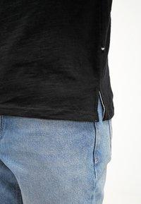 Minimum - DELTA  - Basic T-shirt - black - 5