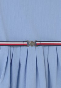 Tommy Hilfiger - BOX PLEAT DRESS - Robe chemise - calm blue - 2