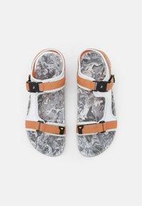 Icepeak - ARAL MS - Chodecké sandály - optic white - 3