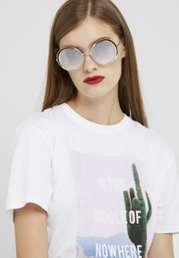 Marc Jacobs - Sunglasses - brown - 1