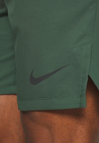 Nike Performance - VENT MAX - Sports shorts - galactic jade/black - 6