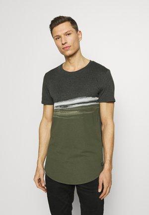 T-Shirt print - woodland green