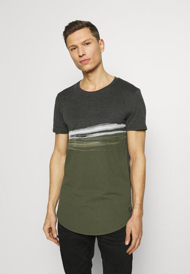 T-shirt imprimé - woodland green