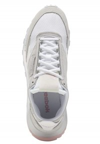 Reebok Classic - CLASSIC LEATHER LEGACY SHOES - Baskets basses - white - 9