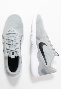 Nike Performance - FLEX EXPERIENCE RUN 9 - Competition running shoes - wolf grey - 1