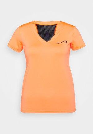 CAMISETA VICTORY - Print T-shirt - orange