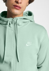 Nike Sportswear - CLUB HOODIE - Zip-up sweatshirt - pistachio frost/white - 5