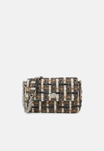 TAHOMA FIANNA BAG - Handbag - pecan brown