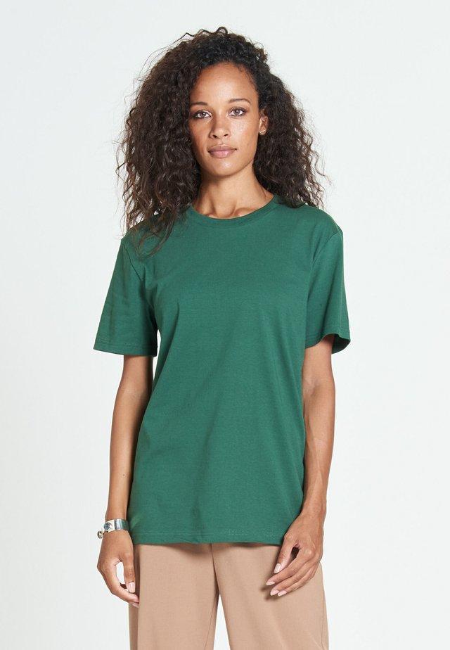 NEW STANDARD - Basic T-shirt - juniper green