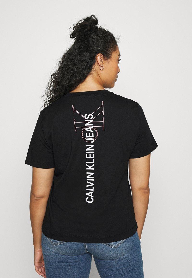 Calvin Klein Jeans Plus - PLUS VERTICAL LOGO TEE - Print T-shirt - black
