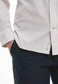Tommy Hilfiger - BOLD STRIPE REGULAR FIT - Shirt - rose - 1