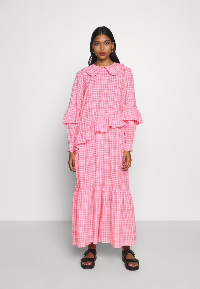 TEAGAN DRESS - Vestito lungo - neon pink