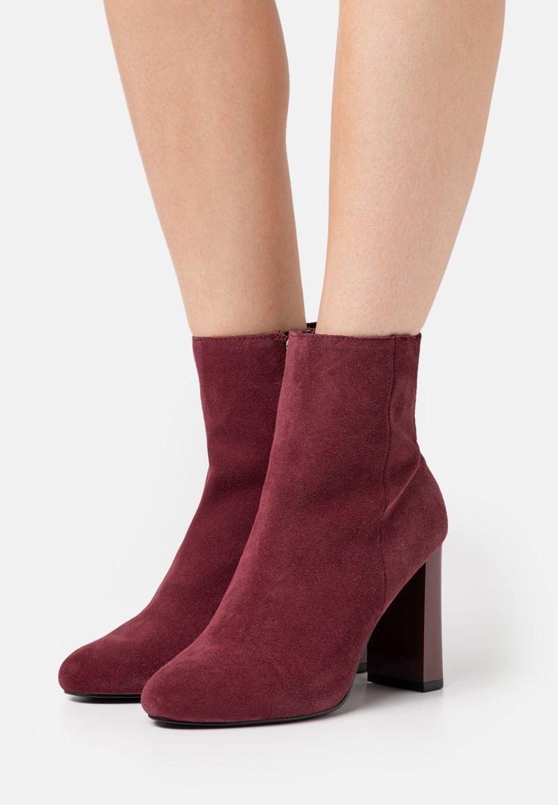 River Island - Kotníková obuv na vysokém podpatku - red dark