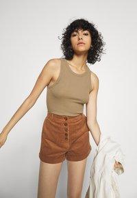 Molly Bracken - LADIES - Shorts - camel - 3