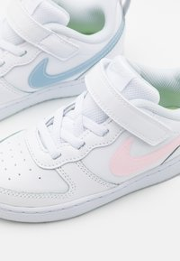 Nike Sportswear - COURT BOROUGH 2 MWH - Baskets basses - white/arctic punch/light armory blue - 5