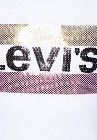 Levi's® - SPORTSWEAR SEQUIN - T-shirt print - white - 2