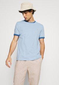 Farah - GROVES RINGER TEE - Print T-shirt - ocean blue - 3