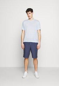 120% Lino - T-shirt basique - pacific blue soft fade - 1