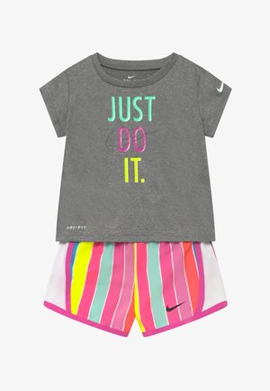 STRIPE TEMPO SET - Shorts - fire pink