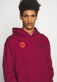 Vivienne Westwood Anglomania - TIME TO ACT - Hoodie - beet red - 4
