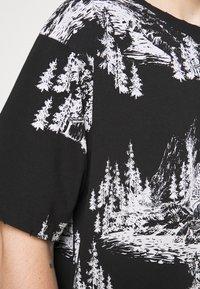 Jaded London - HAND DRAWN WOODLAND SCENE - Print T-shirt - black/white - 4