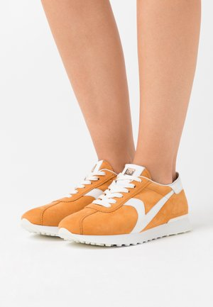 Sneakers laag - curry