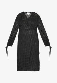 Lost Ink Plus - TIE DETAIL MIDI DRESS - Robe en jersey - black - 4
