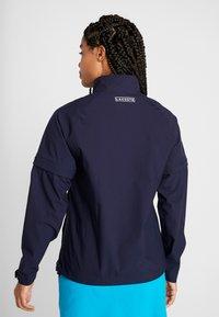 Lacoste Sport - HIGH PERFORMANCE JACKET 2 IN 1 - Outdoorová bunda - navy blue/white - 2