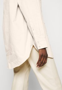 Carin Wester - CACAO - Button-down blouse - beige - 4