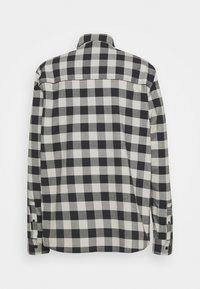 Oakley - CHECKERED RIDGE LONG SLEEVE - Shirt - stone gray - 1