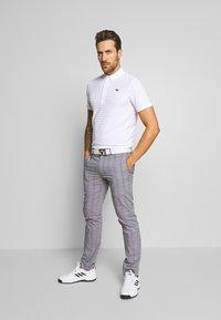 Lacoste Sport - GOLF STRIPE - T-shirt sportiva - white - 1