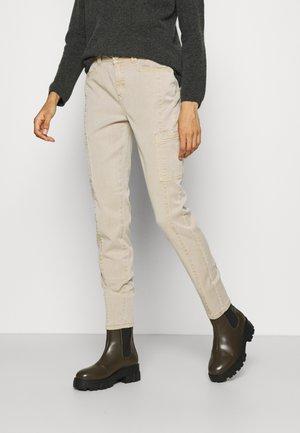 HOSE LANG - Pantalones chinos - sand