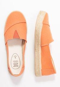 Grand Step Shoes - TIM - Espadrilles - lipstick - 3