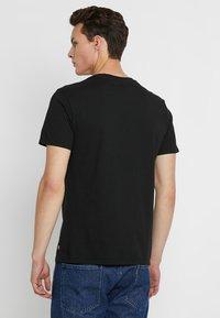 Levi's® - 2 HORSE GRAPHIC TEE - Print T-shirt - black - 2