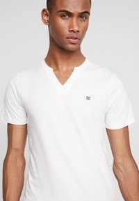 Jack & Jones PREMIUM - JPRMISA TEE CREW NECK - Basic T-shirt - white - 4