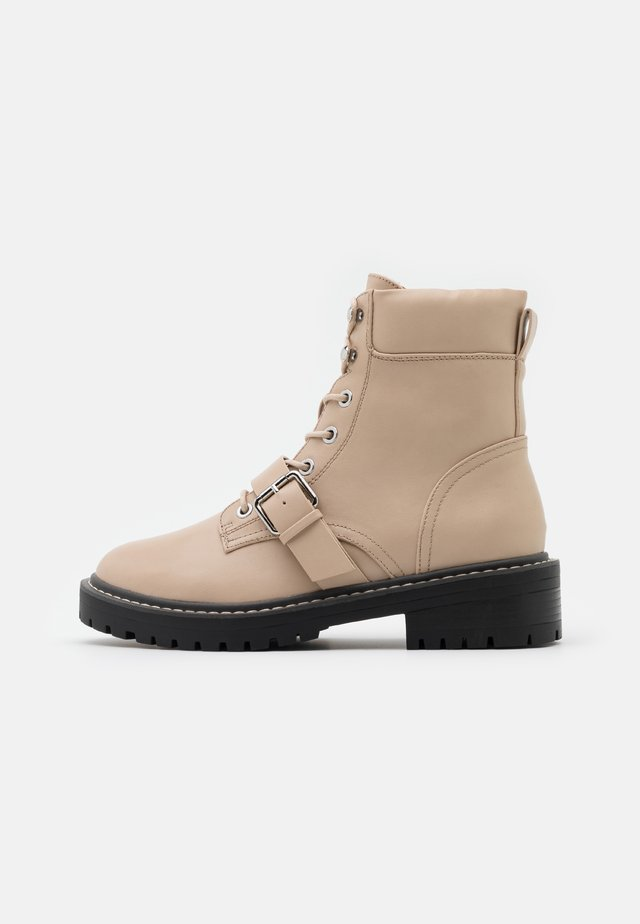 ONLBOLD PADDED LACE UP BOOTIE  - Veterboots - beige