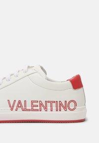 Valentino by Mario Valentino - Zapatillas - white/red - 4
