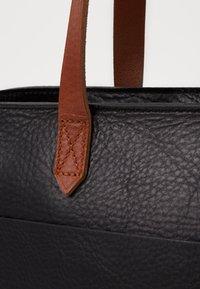 Madewell - MEDIUM TRANSPORT TOTE ZIPPER - Handbag - true black/brown - 4