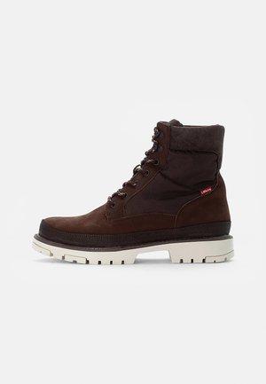 TORSTEN QUILTED - Šněrovací kotníkové boty - dark brown