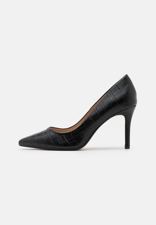 WIDE FIT DELE CROC POINT COURT - Klassieke pumps - black