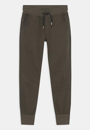 BOYS STREETWEAR - Pantaloni - dunkelgrün reactive