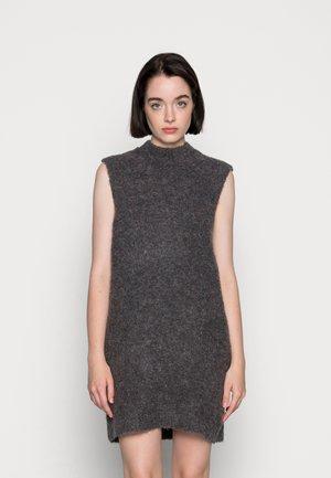 PCFREE O NECK MINI DRESS - Stickad klänning - dark grey melange