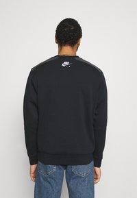 Nike Sportswear - AIR CREW - Sweatshirt - black/dk smoke grey/white - 2